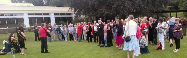 Swanwick buskers audience
